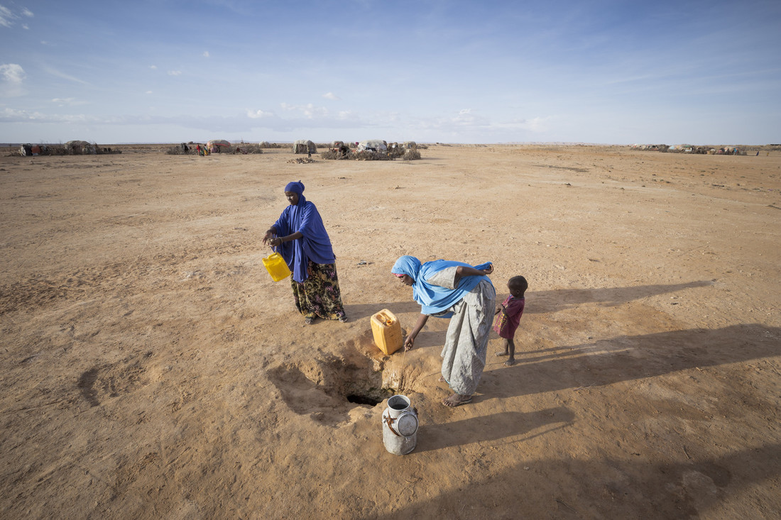 Ayan Said getting water from a water well in a settlement for people internally displaced in the town of Garadag. Somaliland, Northern Somalia, March 2017. Photo: Petterik Wiggers/Oxfam
