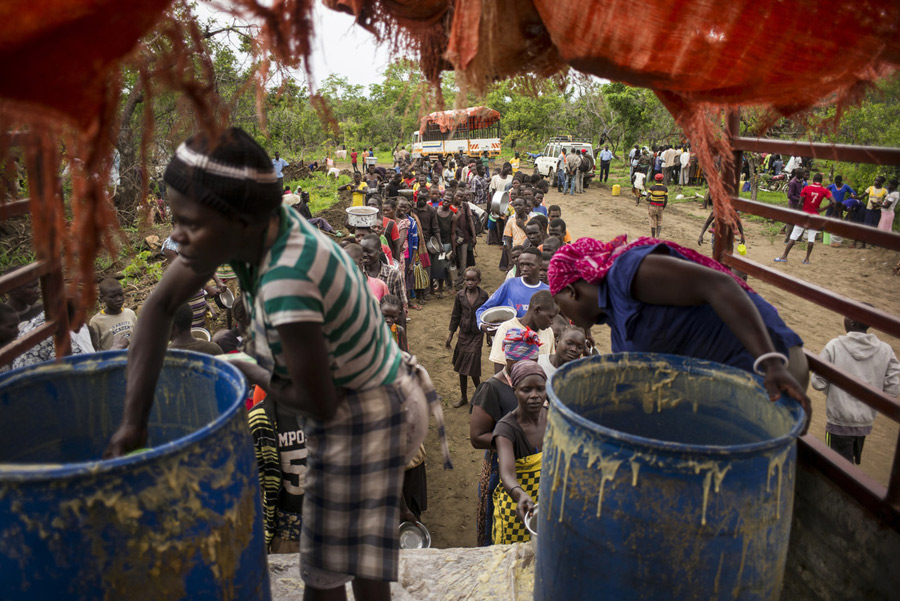 Hot meals being distributed at Imvepi Refugee Settlement, Uganda. Photo: Kieran Doherty/Oxfam