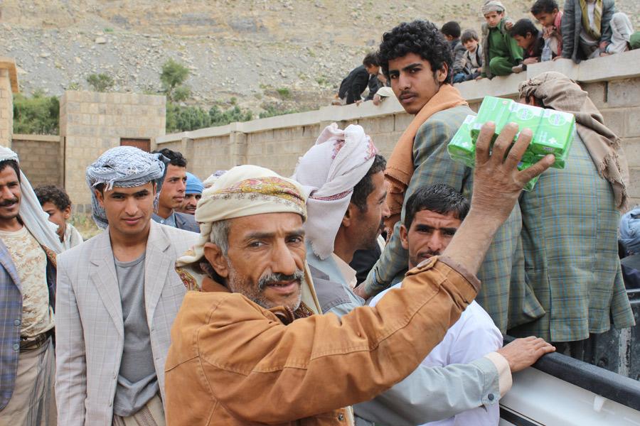 Yahya Mutahhar, 45 ans, est un militaire à la retraite qui travaillait comme ouvrier agricole dans des fermes, au nord du pays, avant l'escalade du conflit.