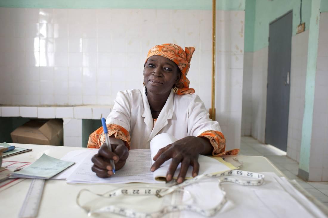 Midwife, Tino Elhaji Bila at Azel Treatment Centre, Agadez Region. It has benefitted from OFDA funded water, sanitation, hygiene and nutrition programs. Photo credit: Abbie Trayler Smith/Oxfam