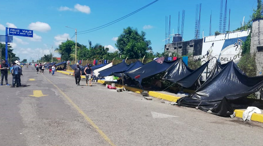 Honduran migrants are sleeping outdoors on the pavement or in parks, some in cardboard boxes, with only thin plastic sheets or bedsheets to protect themselves from the rain. Photo: Iván Aguilar/Oxfam