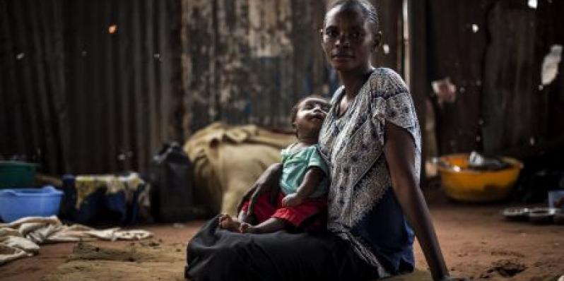 Berte sits with her child inside a church which is a refuge for Internally Displaced Persons (IDPs) affected by the ongoing conflict in the Kasai Province. Photo: John Wessels/Oxfam