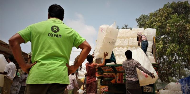 As the cyclone and monsoon season approches in Bangladesh, Oxfam is working hard to provide emergency aid and help Rohingya refugee families prepare for a disaster. Credit: Maruf Hasan/Oxfam