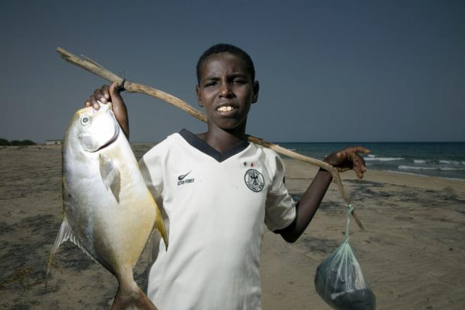 A boy and his catch of the day on the coast. Somalia boasts 3,300 kilometers of coastline – the longest stretch in Africa. Photo credit: Petterik Wiggers.