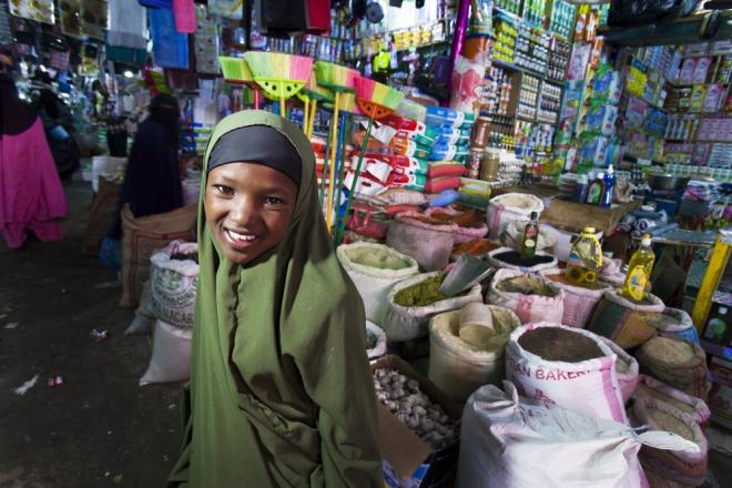 A young girl at the market in Hargeisa, Somaliland. Photo credit: Petterik Wiggers.