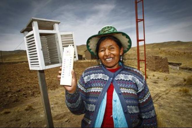 Ricardina en su estación meteorológica. Foto: Percy Ramírez/Oxfam
