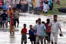 People fleeing floods in India, August 2012. Photo: Oxfam