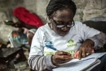 Agnes Nyantie, Community Health Volunteer against Ebola, in Liberia. Photo: Pablo Tosco / Oxfam