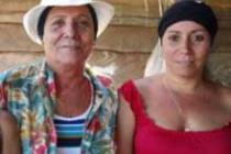 Agricultoras en Cuba: Reyna y sus dos hijas gemelas. Foto: Oxfam