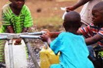 Sistema de abastecimiento de agua en el campo de Bolengo. Fotos:Eddy Mbuyi/Oxfam
