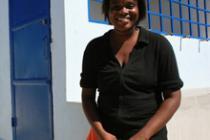 Esline Belcombe, 25 años, presidenta de un comité local de gestión del agua.
