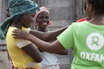 Oxfam staff member and beneficiaries in Mozambique. Photo: Abbie Trayler-Smith/Oxfam