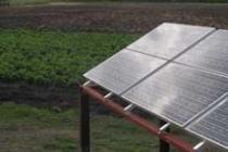 A Las Tunas, des panneaux solaires permettent de faire fonctionner des pompes.