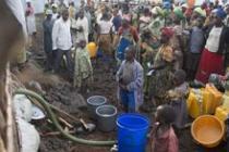 Punto de agua, campo de Kanyaruchinya, RDC. Foto: Colin Delfosse/Oxfam