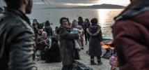 Arrivés sains et saufs sur l'île grecque de Lesbos, en février 2016, des réfugiés se préparent à reprendre leur longue route. Photo: Pablo Tosco/Oxfam