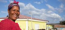 Flor Deli Cabrera, mujer campesina de República Dominicana, ya sabe cómo reducir el impacto de los huracanes que cada cierto tiempo la obligaban a volver a empezar. Foto: Fran Alonso / Oxfam Intermón