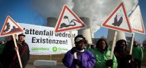 Témoins des effets du changement climatique en Afrique du Sud, au Nigeria et en Papouasie-Nouvelle-Guinée protestent devant une centrale électrique au charbon en Allemagne.