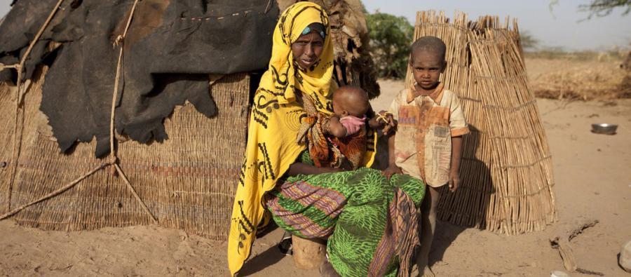 Muchas personas como Habodo viven en pequeños asentamientos tras haberse visto obligadas a abandonar sus hogares en busca de agua y comida después de que su ganado muriese.