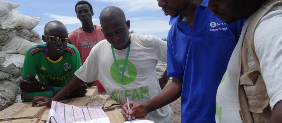 Travailleurs humanitaires d'Oxfam au Sud-Soudan, sur le terrain. Photo : Oxfam