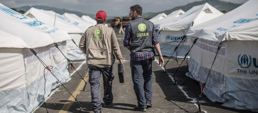 During the first weeks following the quake, the Portoviejo shelter in Manabí took in almost 1,100 people. Oxfam worked with the relevant authorities to improve the shelter and sanitation conditions. Photo: Pablo Tosco/Oxfam