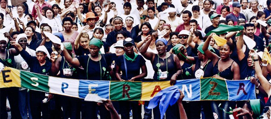 Manifestación por la visibilización de los efectos de la guerra en la vida de las mujeres en Colombia. Foto: Santiago Aguirre