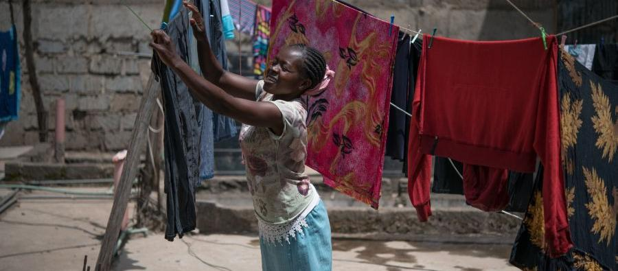 Oxfam y FNPI lanzan beca para periodistas. Este año el tema será la desigualdad de género.