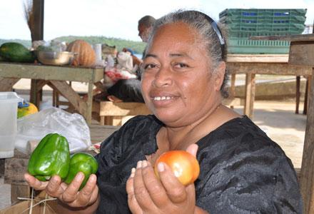 Tonga.ONZ.Woman with tomatoe and pepers