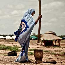 Malian woman at the Mentao Nord camp in Burkina Faso. Photo: Pablo Tosco/Oxfam